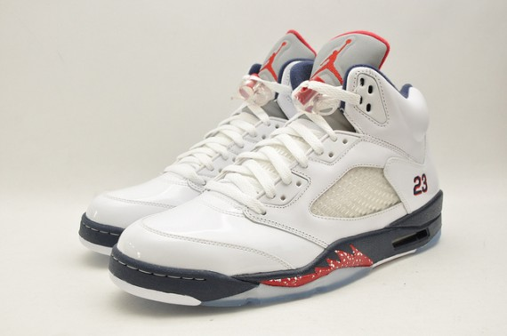 Air-Jordan-V-White-Midnight-Navy-Varsity-Red-word-in-town