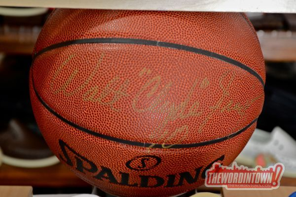 walt-clyde-basket-ball-signed-word-in-town