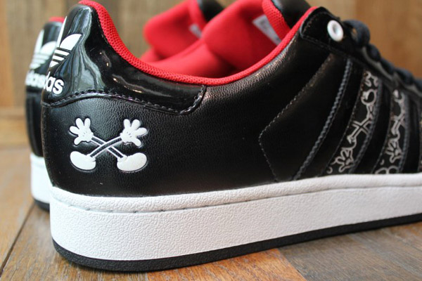 adidas-originals-disney-superstar-II-quick-strike-mickey-Mr-r-sports-miami-2011-word-in-town-3
