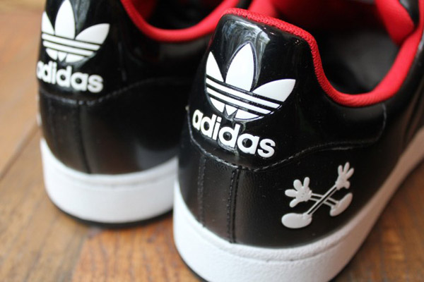 adidas-originals-disney-superstar-II-quick-strike-mickey-Mr-r-sports-miami-2011-word-in-town-5