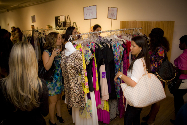sassy-city-chicks-fashion-bash-miami-october-6-2011-more-building-design-district-word-in-town