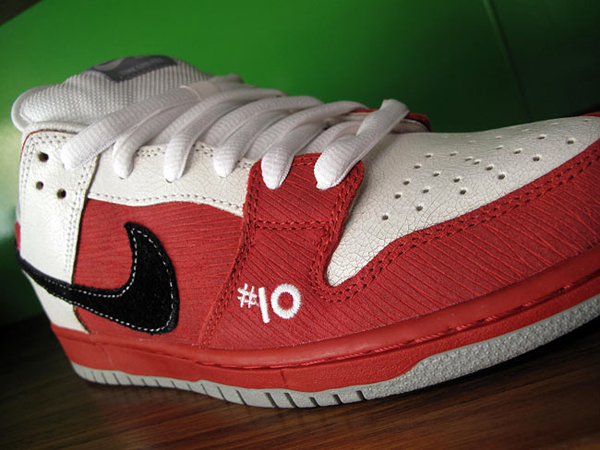nike-sb-roller-derby-dunk-low-word-in-town-sneakers-culture-life-style-fashion-music-art-interviews-01