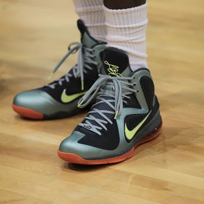 qlebron-james-nike-lebron-9-word-in-town-fashion-style-sneakers-life-style-interviews-art
