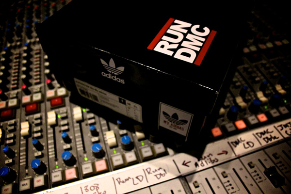 adidas-superstar-80-run-dmc-25-anniversary-word-in-town-sneakers-art-music-interviews-00