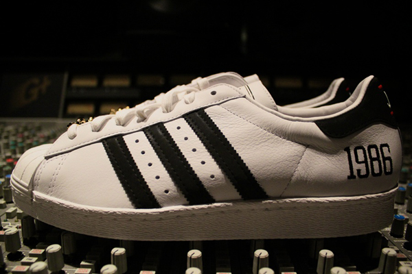 adidas-superstar-80-run-dmc-25-anniversary-word-in-town-sneakers-art-music-interviews-01