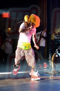 lil-wayne-jumping-on-stage-liv-night-club-word-in-town