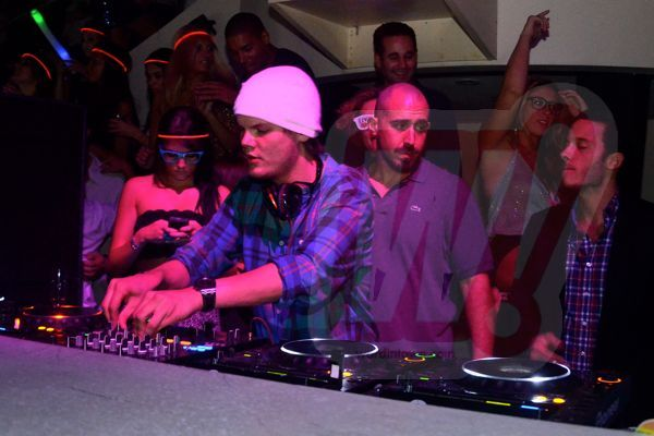 avicii-word-in-town-WIT_0133-liv-dj-booth