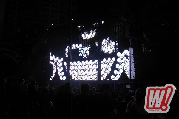 deadmau5-arkadia-poolside-fontainebleau-hotel-miami-beach-january-first-2012-night-life-word-in-town