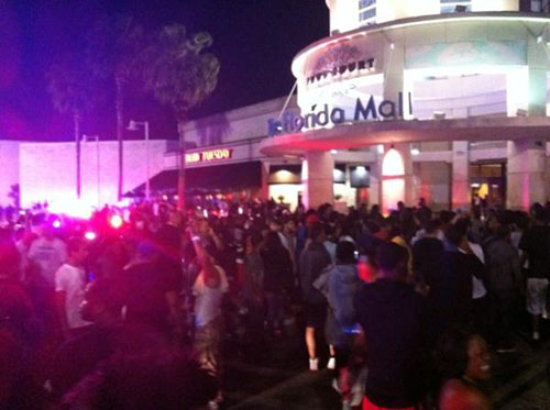 Nike-Galaxy-All-Star-Display-in-Orlando-huge-crowd-police-helicopter