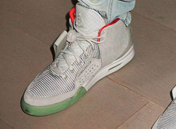 nike-air-yeezy-2-zen-grey-march-2012-release-official-colorway