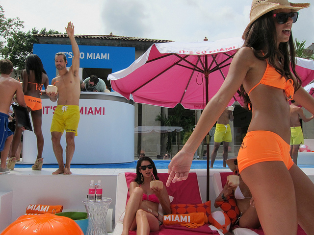 its-so-miami-pop-up-pool-04