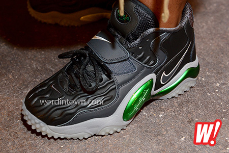 Nike-Air-Zoom-Turf-Jet-97-Brett-Favre-left-foot-nike-football-2013