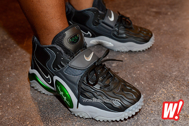 Nike-air-zoom-diamond-turf-jet-brett-favre-97-retro-football-green-black-colorway-on-feet-1