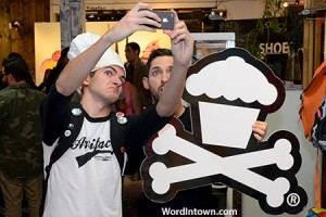 Johnny-Cupcakes-photo-with-fans-00