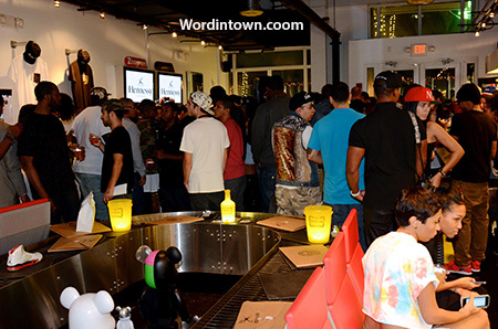 atcmia-crowd-miami-beach-40oz-van-The-Rich-event