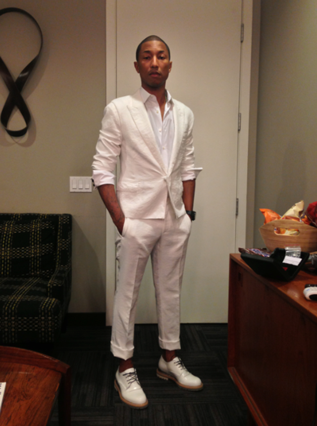 Pharrell-Williams-wearing-all-white-