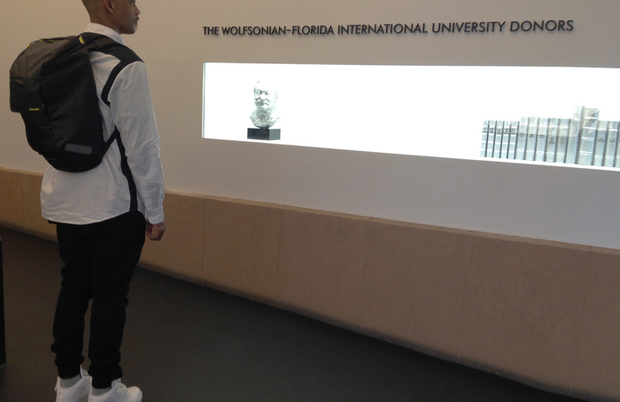 wordintown-museum-project-wolfsonian-FIU-Miami-Beach-blog-blogger-nike-air-force-1-white-white-mid-top-incase-backpack-zanerobe