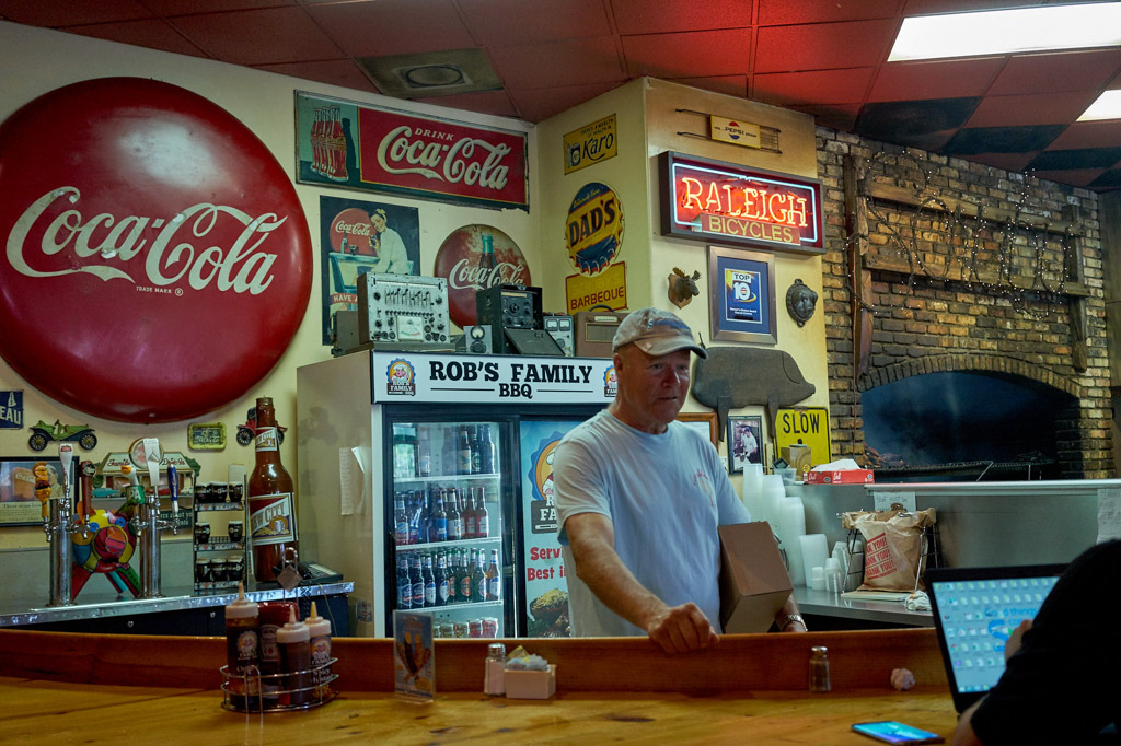 Robs_BBQ_Davie_Food_porn_signs_coca_cola_pickers_vintage_signs_bbq_food_Davie_FL_wordintown_jayromero_photography_copyrignts_beans_cole_slaw_foodie_2