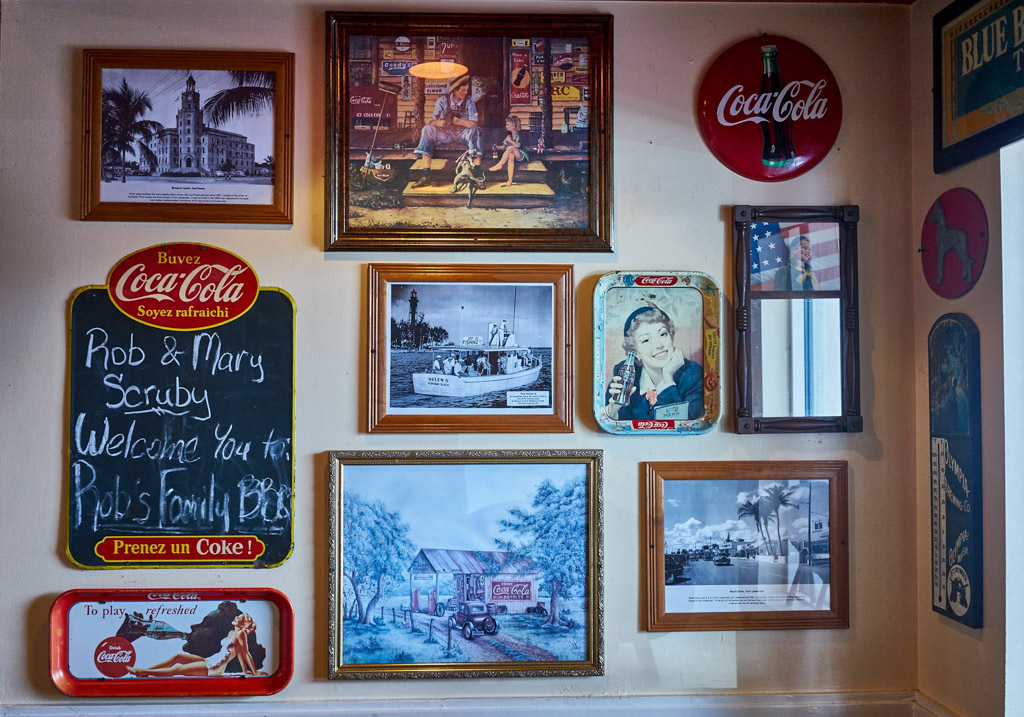 Robs_BBQ_Davie_Food_porn_signs_coca_cola_pickers_vintage_signs_bbq_food_Davie_FL_wordintown_jayromero_photography_copyrignts_beans_cole_slaw_foodie_23