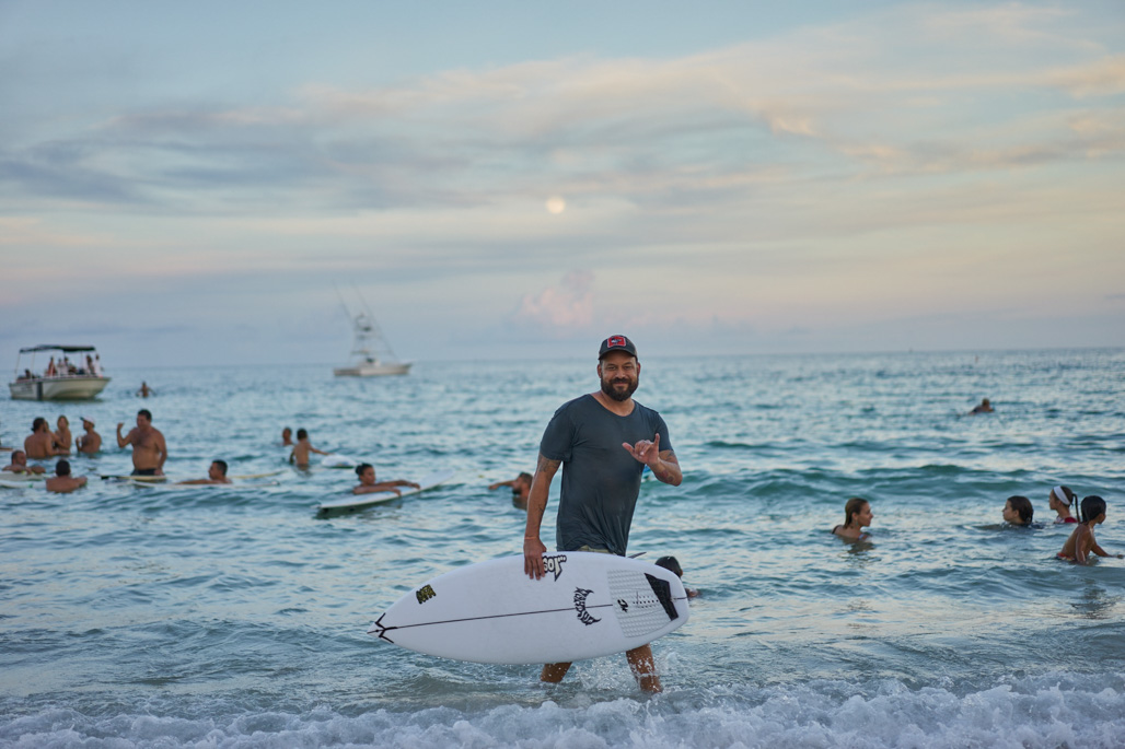 surf_like_bird_miami_beach_paddleout_wordintown_community_surf_jayromero_photography_5_chris_de_la_iglesia
