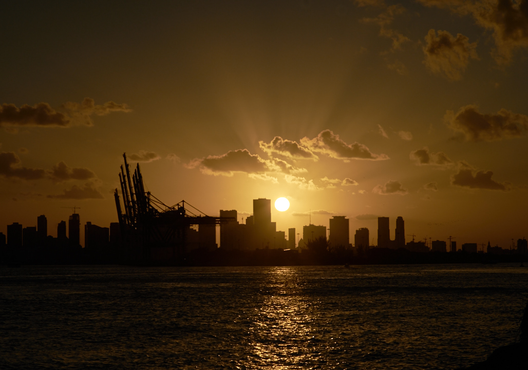 oakley_latch_prizm_polarized_jose_romero_photography_wordintown_south_pointe_park_sunset_miami_beach_DSC00612